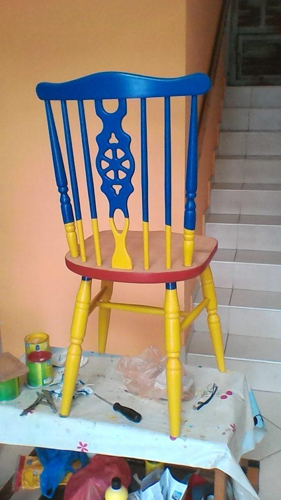 הכסא צבוע