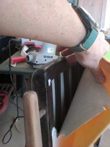 הכסא הצבעוני - מסתבר שהריפוד על המשענת הוא תוספת מאוחרת!