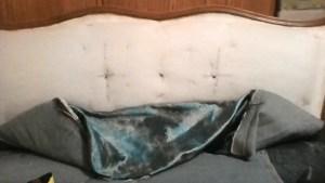 סימון מיקום הכפתורים בגב הספה