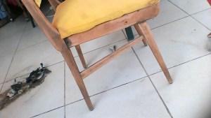 הכסא הצבעוני לאחר שיוף והסרת הצבע השחור