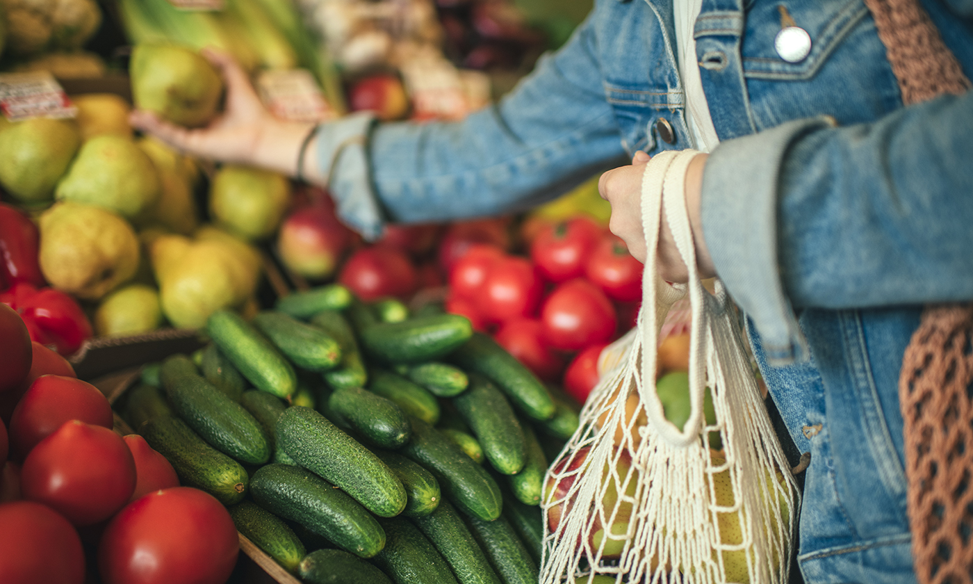 Close-up of ecologically friendly reusable bag with fruit and vegetables