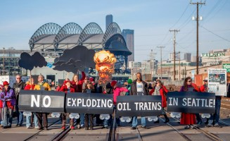Seattlites protest oil by rail. Photo by Alex Garland Photography.