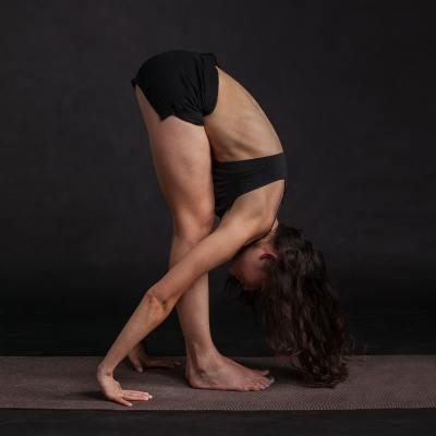 Uttanasana le Fléxion Avant Debout yoga