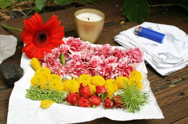 Rassembler les fleurs et bougies pour mandala