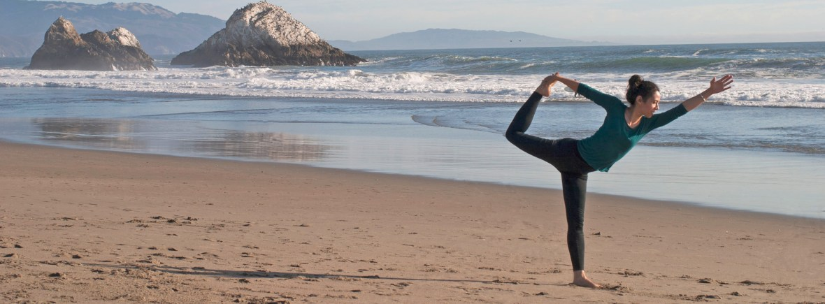 Natarajasana posture du danseur plage yes yoga bien etre