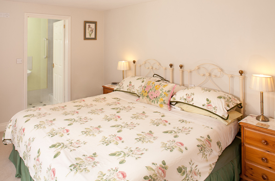 B&B-Berrow-Double-Twin-Ensuite-Room