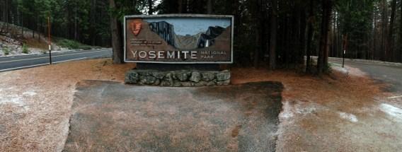 Yosemite-Sign-Panorama-YExplore-DeGrazio-FEB2015