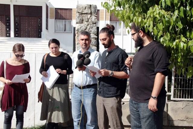 Kıbrısta Vicdani Ret İnisiyatifi meclis önünde basın açıklaması yaptı