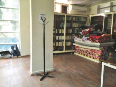 Amara Kültür Merkezi'nin yatakhaneye dönen kütüphanesindeki temizlik operasyonundan sonraki gurur fotoğrafımız