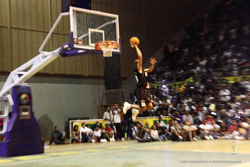 0020_dunk_10.10.31.18.28.33 Concours de dunk Allstar Gasy