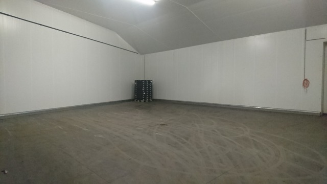 s_作業倉庫と冷蔵庫3.JPG