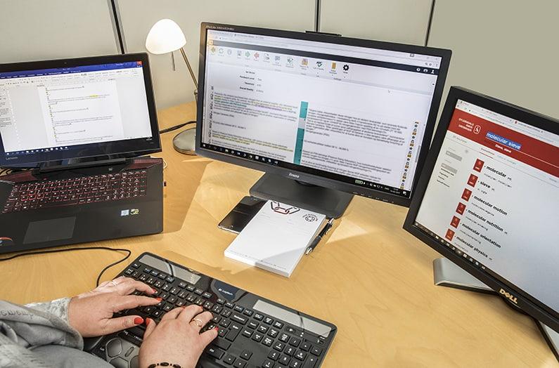 Henny Jensen alias Your Missing Link foretager sprogrevision af tekniske tekster