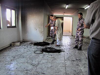 צמיגים הובערו בקומה הראשונה (צילום: סלמה א-דבעי, בצלם)