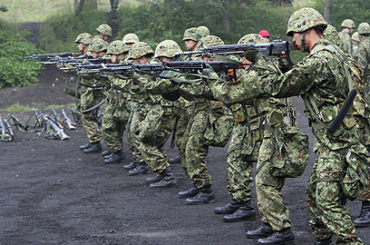"""חיילים יפנים. """"חילות ההגנה העצמית""""              (צילום: gettyimages)"""