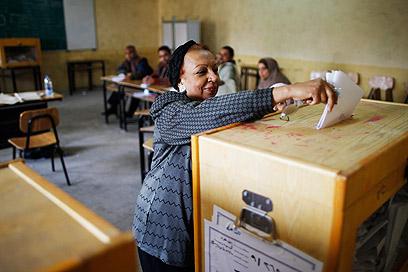 מצביעים על דמותה העתידית של מצרים (צילום: רויטרס)