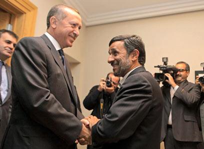 Ahmadinejad and Erdogan (Photo: Reuters)