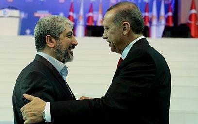 ארדואן ומשעל. אויבים משותפים (צילום: AP)