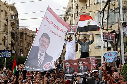 אלפי מפגינים נגד מורסי בקהיר (צילום: AFP)