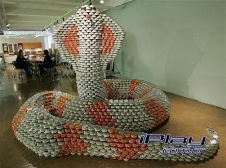 Naja gigante - Esculturas feitas de latinhas