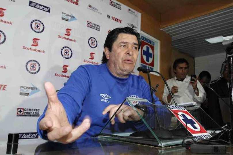 El técnico de Cruz Azul, Luis Fernando Tena dijo que hay una sana competencia deportiva por jugar.