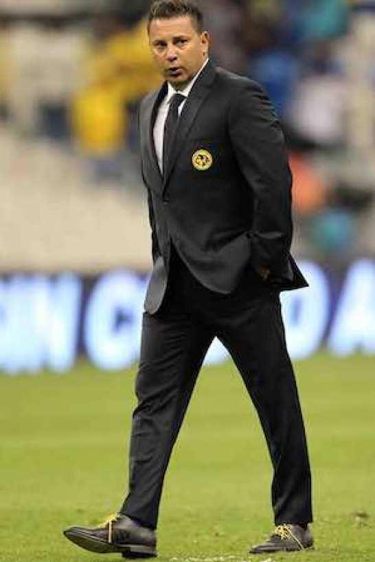 """Antonio Mohamed dijo que """"estos partidos no se pueden perder, es un clásico e intentaremos ganar, eso es lo que vamos a buscar, creo que los dos llegamos parejos, la exigencia la pone el club, la historia, la gente y nosotros mismos""""."""