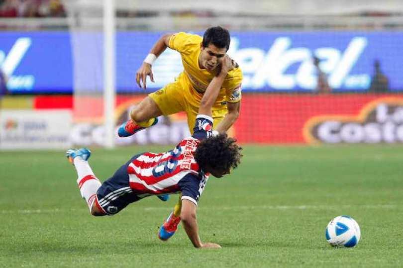 Chivas perdió el clásico del futbol mexicano por 4-0 ante América.
