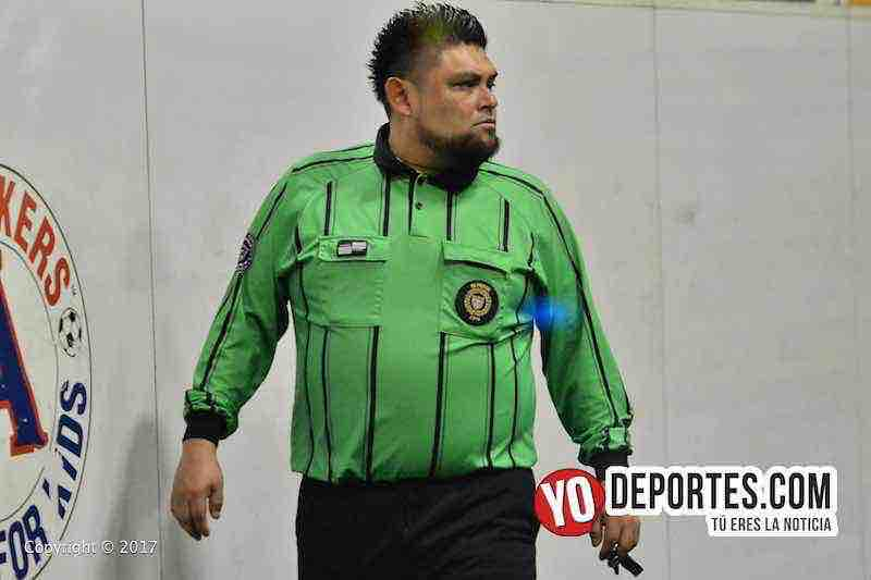 Arbitro Miguel Gutierrez en la final Cocula-La Bamba en Chitown Futbol