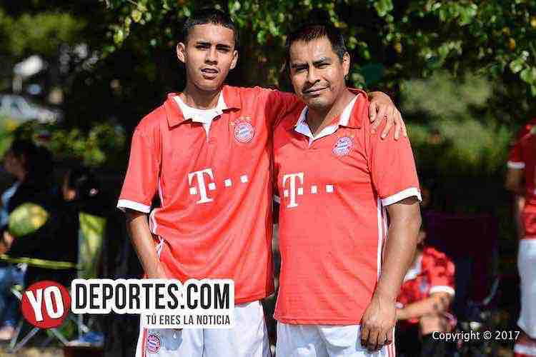 Saúl Benítez Jr. y su papá Saúl Benítez jugadores del Deportivo Morelos en la Liga 5 de Mayo Soccer