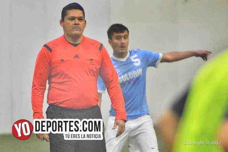 Danilo Caballero árbitro de la 5 de Mayo Soccer League en Chicago