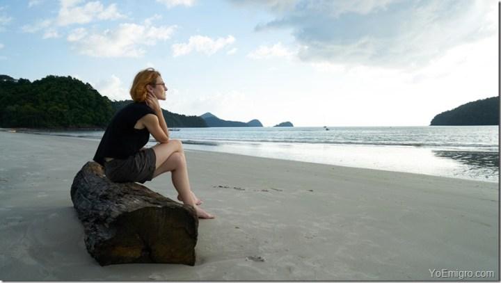 mujer-playa-separacion