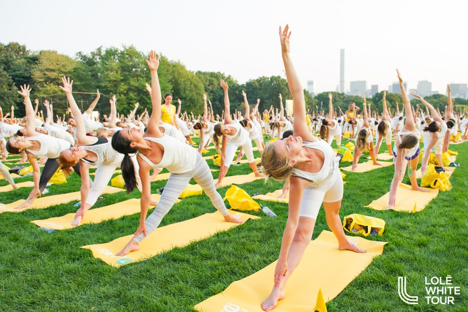 Lolë's White Yoga Tour