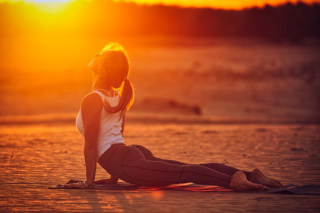 6 Benefits of Practicing Yoga Before Bedtime
