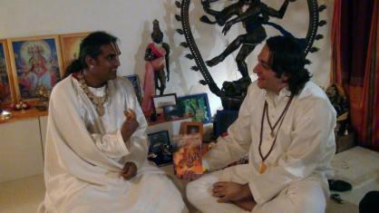 Davide Russo Diesi durante l'intervsita a Paramahamsa Sri Swami Vishwananda