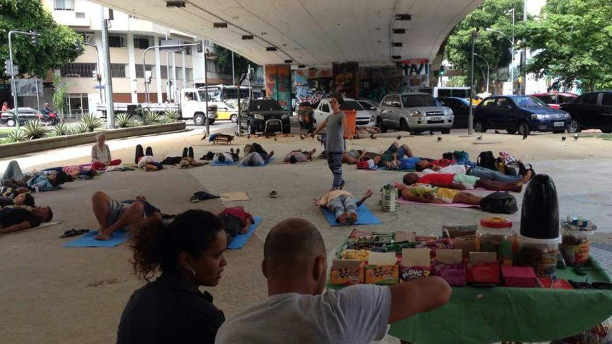 yoga-de-rua-38.jpeg?fit=1146%2C502