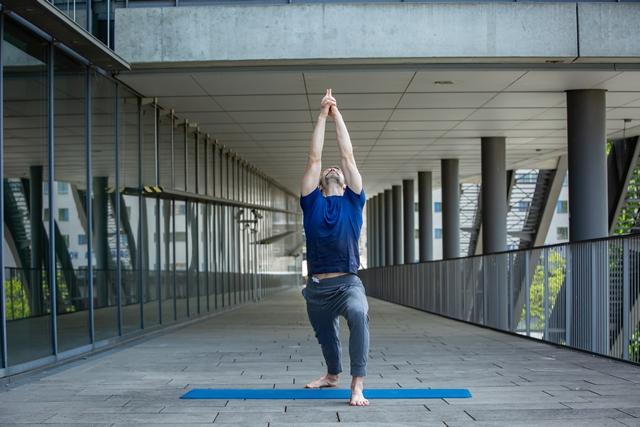 yogaleicht-sven-schmieder-workshop-angewandte-anatomie-fuesse-becken