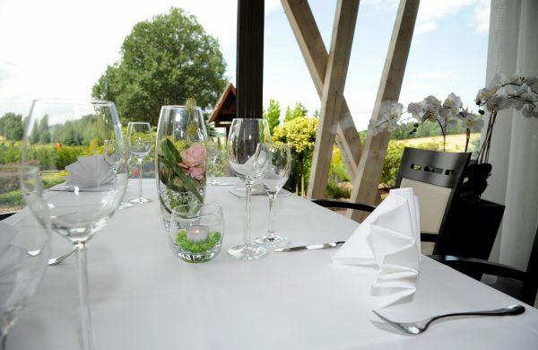 Tisch im Wintergarten (2)