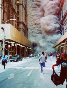people_flee_debris-world-trade-center-new-york-city