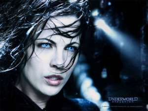 kate-beckinsale-Underworld-Awakening-yoga