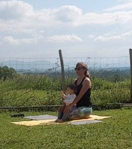 yoga avec enfant qui dérange la respiration kapalbhati