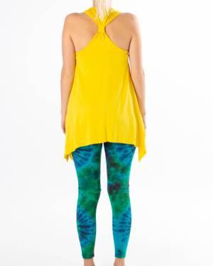 Yogasett bestående av gul topp og grønn tights