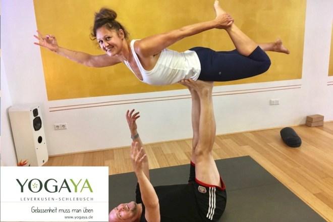 Specials - mit viel Spaß und großer Experimentierfreude. Hier: Acro-Yoga