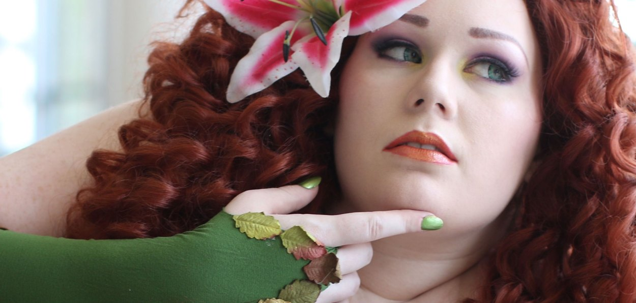 Chelphie Cosplay Poison Ivy feature image