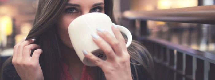 カフェと女性