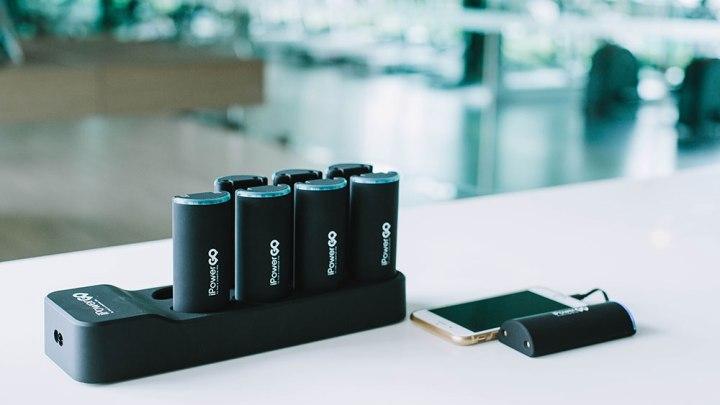 ไอเดียสุดเจ๋ง iPowergo แบตสำรองสำหรับคนเพื่อนเยอะ แจก Power Bank ให้ถือคนละก้อน พกได้ทั้งกลุ่ม ชาร์จได้ทั้งแก๊งค์