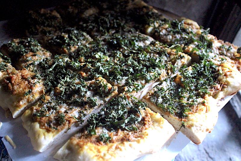 秋らしいカボチャとケールのピザ