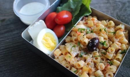 カリフラワーのパスタ&生野菜とブルーチーズディップ