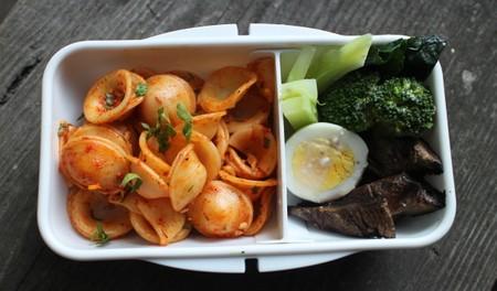 ローストパプリカのパスタとアンチョビマヨ野菜
