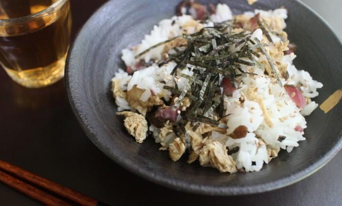 油揚げと柴漬けの混ぜ寿司
