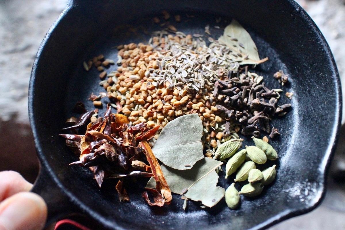 手作りのカレー粉とルーで作る本格カレー
