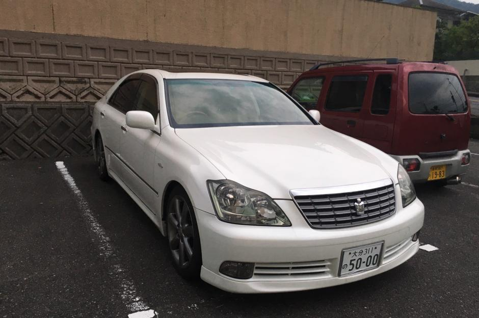 TOYOTA CROWN Model 2004 For Only $2000USD